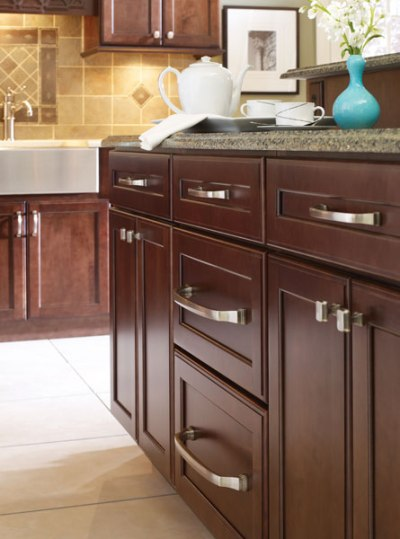 Choosing new cabinet hardware pulls and handles for Choosing hardware for kitchen cabinets