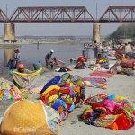 Viaje fotográfico a la India: Lavando la ropa en el río Yamuna (Agra)(1ª parte)