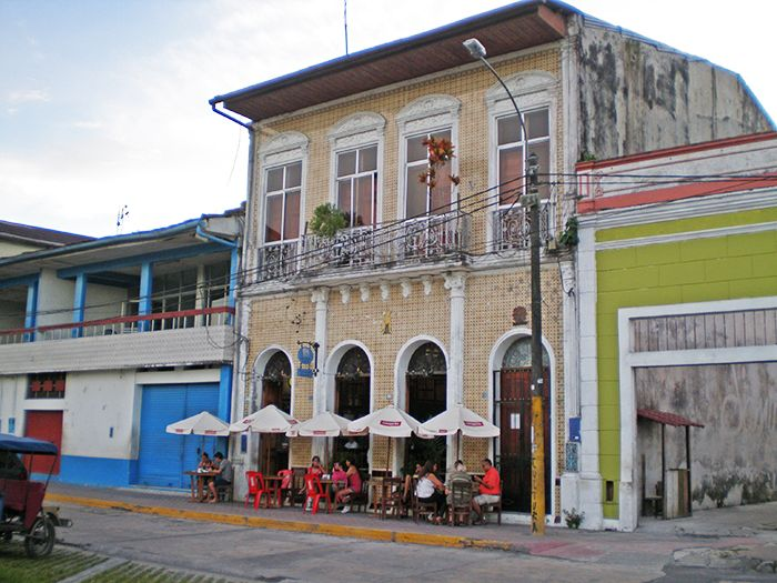 Cafetería sobre Malecón de Iquitos