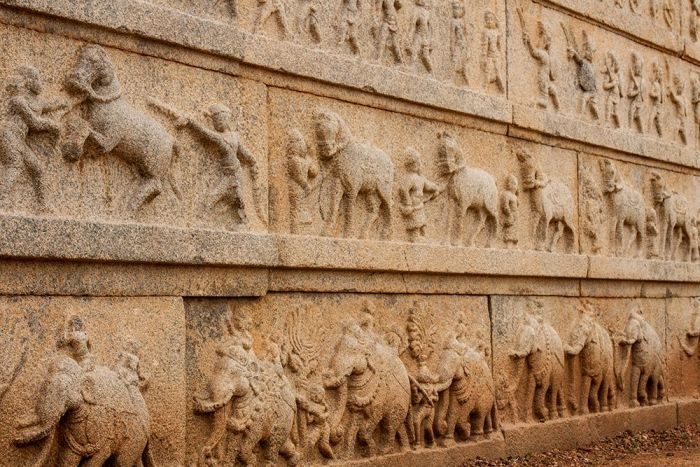 HAMPI-relieves-pared