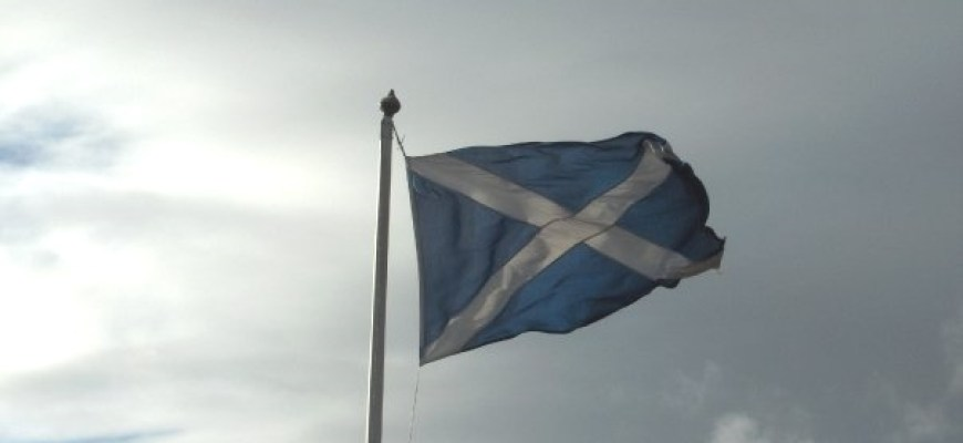 low-res-scotland-flag-blowing-basic