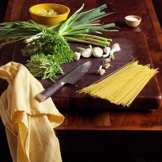 Green Garlic & Spring Onion Pesto Pasta - SippitySup