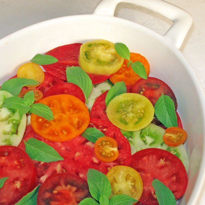 sliced tomatoes with basil