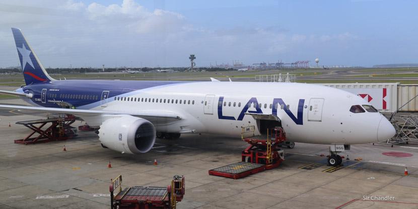 LATAM volará a Orlando también desde Santiago y agrega la Premium Economy