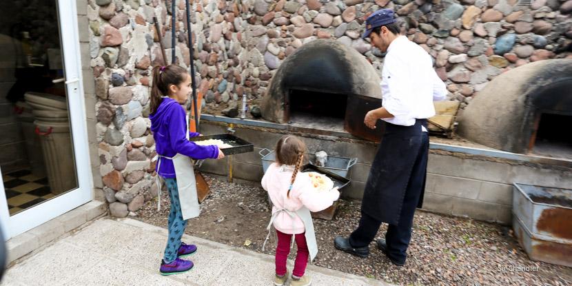 Clase de cocina para chicos en una bodega mendocina