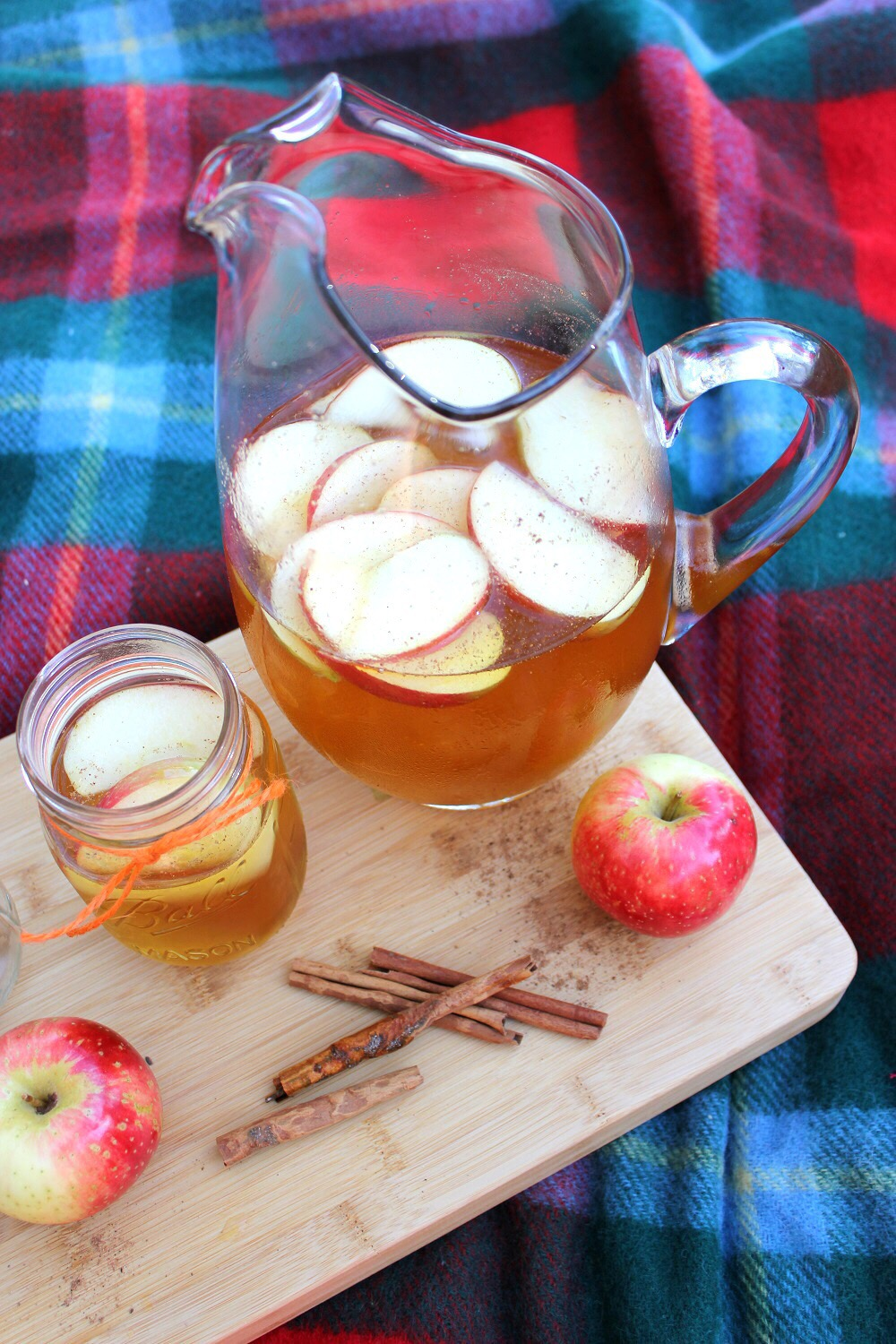Old Apple Pie Sangria Caramel Apple Pie Sangria Tipsy Bartender Apple Pie Sangria So I Simply Created My Own Based Around Ginger Ale Produce Section Right Shining Apples Justbegging That Is All You Se nice food Apple Pie Sangria