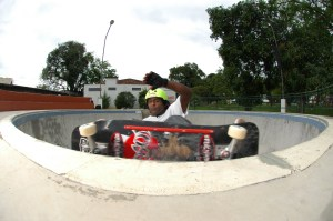 F/s carving Grind... agressivo no Bowl do Itaguará- Guaratinguetá - 2008