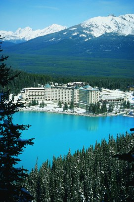 The breathtaking Fairmont Chateau sits above emerald-blue Lake Lousie. pc: Fairmont Chateau Lake Louise