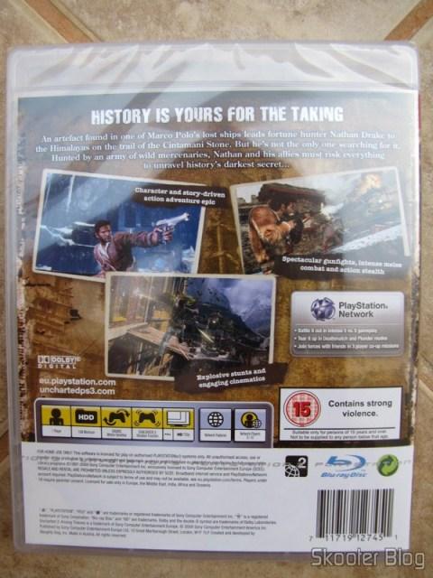 Parte traseira da caixa do Uncharted 2: Among Thieves