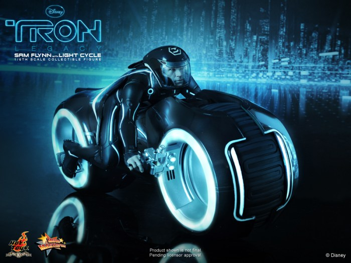 TRON: Legacy: 1/6th scale Sam Flynn Collectible Figure with Light Cycle