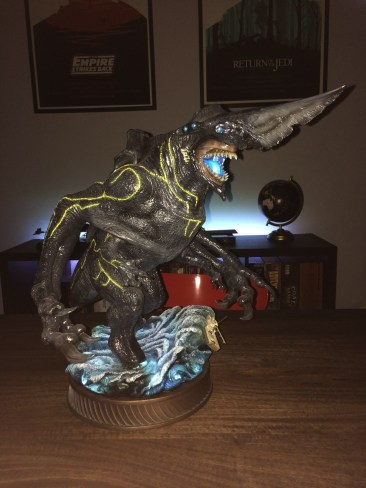 Sideshow Pacific Rim Knifehead Statue light