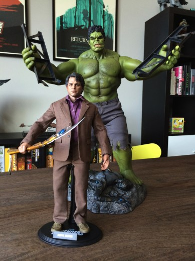 Hot Toys Bruce Banner with Chitauri scepter and Hulk