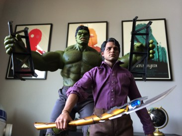 Hot Toys Bruce Banner and Hulk Sixth Scale Figure Set