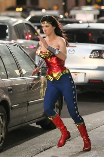 Wonder Woman in Action (set photo)