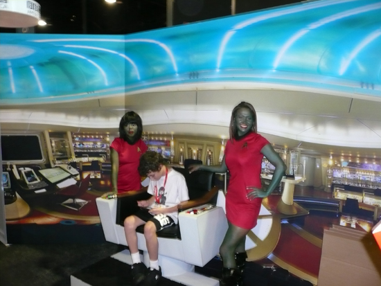 sdcc09_trekgirls