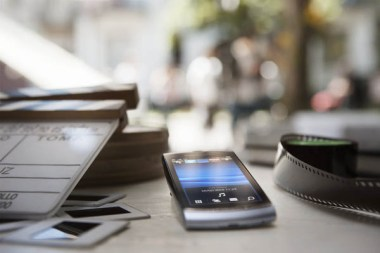 Phone_on_the_table_1