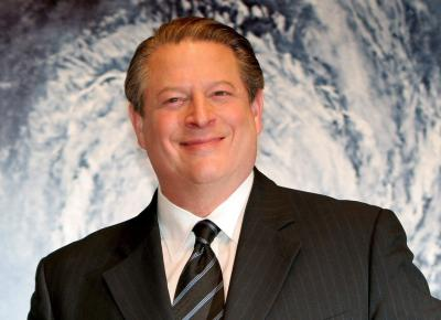 epa00903185 Former American Vice President Al Gore smiles during the Japan Premiere of his starring documentary film 'An Inconvenient Truth', in Tokyo, Monday 15 Monday 2007. The movie will be screened in Japan on 20 January.  EPA/FRANCK ROBICHON