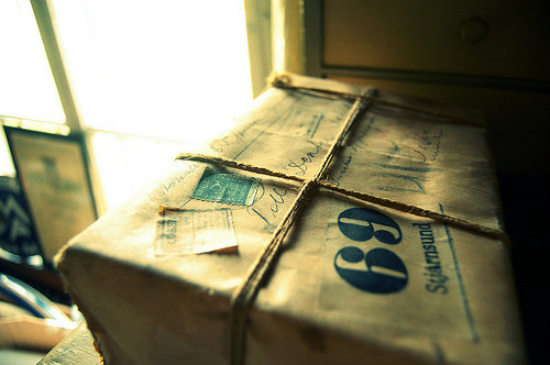 Shipping package delivery