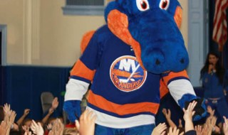 St. James Elementary Students Get a Special Surprise from the NY Islanders