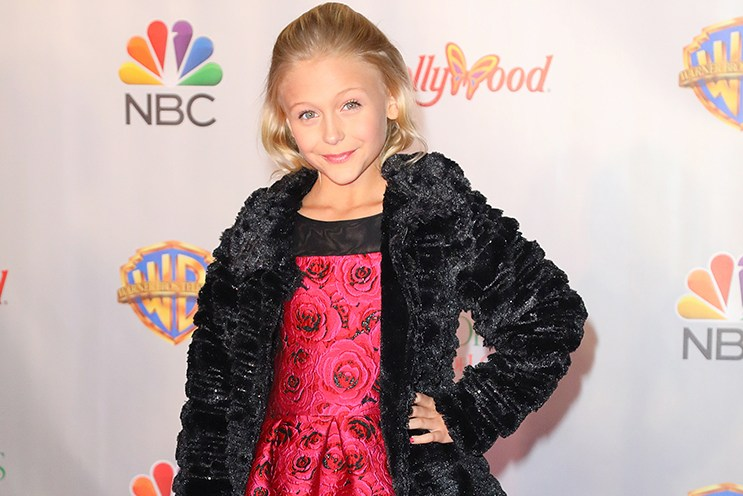Alyvia Alyn Lind 'Christmas of Many Colors: Circle of Love' Premiere Held at Dollywood on November 22, 2016. @AFF/CH/Steven Bergman