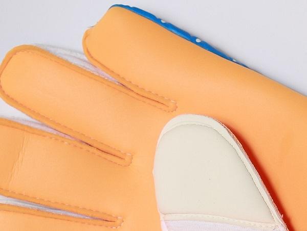 SoccerLoco Gloves Cut