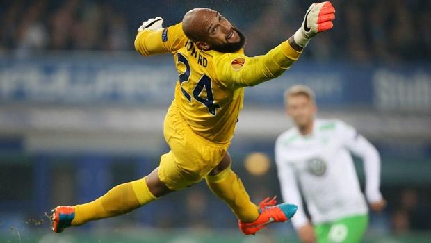 http://i1.wp.com/www.soccercleats101.com/wp-content/uploads/2014/11/tim-howard-everton.jpg