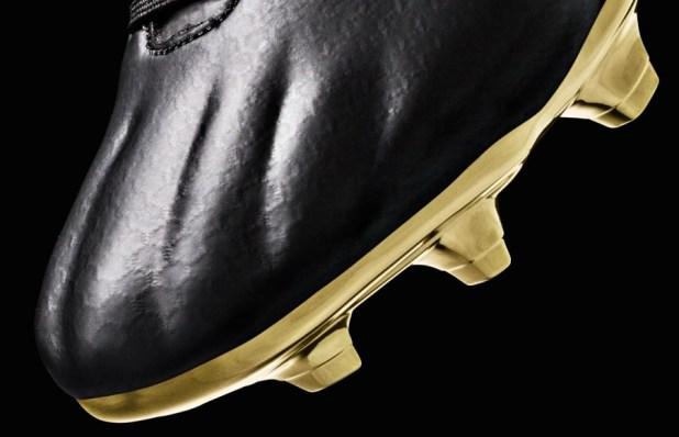 UA Speedform Black and Gold