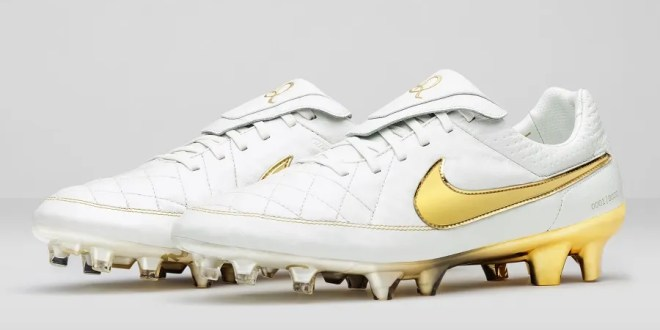 Nike Football Ronaldinho Tiempo Limited Edition
