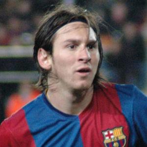 Lionel_Messi_31mar2007-from-wikimedia-by-Darz-Mol-b
