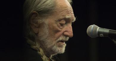 Willie Nelson is fired up to open new marijuana company, Willie's Reserve