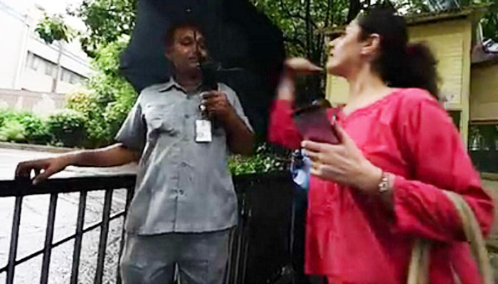 A Woman Slaps a Delhi Security Guard for the Most Weird Reason, For Doing His Job Well