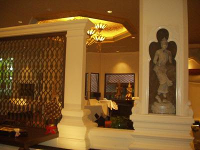 プラザホテル内。これは帰国日に撮影。大きなホテルだったが改装中でやや落ち着きがなかった。