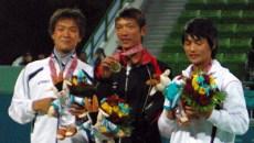ドーハアジア五輪男子シングルスメダルセレモニー 左から篠原秀典(銀)、王俊彦(台湾 金)、ナムテクホ(銅)