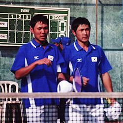 2004アジア選手権ダブルス優勝直後のキムジェボク・パクチャンソク。当時テフカソリック大の2年生。まったくのノーマークだったといってよい。