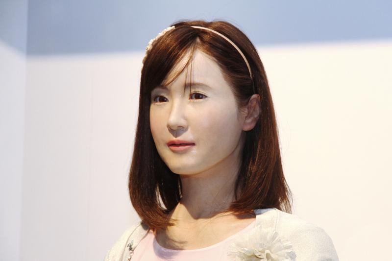 像人類外型或按照真實生物型態設計的仿生機器人