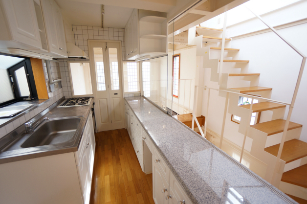 tombo_house-kitchen-01-sohotokyo