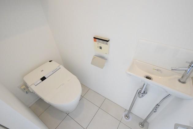 moderia_brut_sangubashi-402-toilet-01-sohotokyo