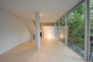 羽根木、森の中に建つ洗練されたデザイン建築