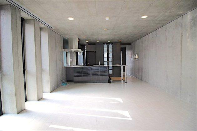 exelage_jingumae-501-livingroom-04-sohotokyo-900x600