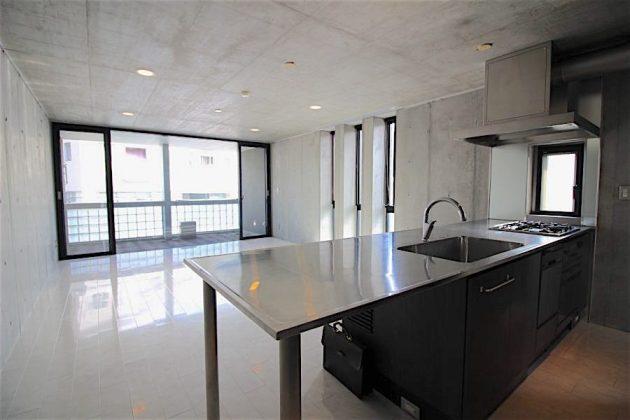 exelage_jingumae-501-livingroom-06-sohotokyo-900x600
