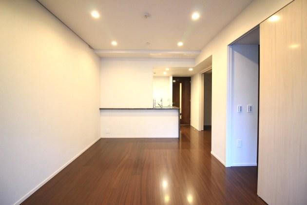 proud_nihonbashimitsukoshimae-807-livingroom-04-sohotokyo