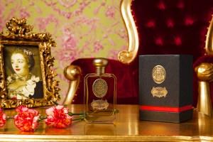 Un parfum en studio photo
