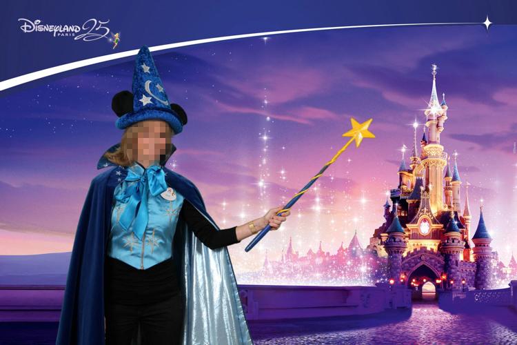 un photocall sur fond vert pour Disneyland Paris