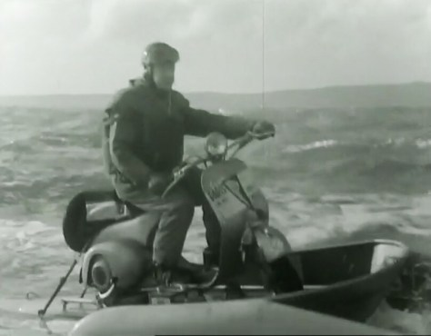 Prototype de scooter Vespa transformée en motomarine