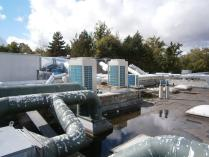 Groupe de climatisation exterieur et centrale d'air double flux pour des locaux de reception