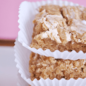 Fluffer Nutter Blondies | www.somethingswanky.com Recipe from @cookiesandcups
