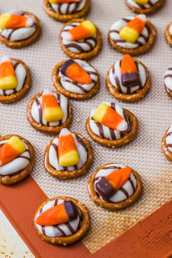 Candy-Corn-Pretzel-Hugs-from-Sallys-Baking-Addiction-12