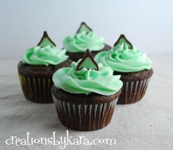 Chocolate-Mint-Cupcake-Recipe-011-600x521