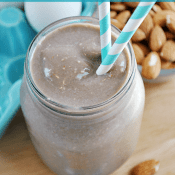 Chocolate Almond Oatmeal Smoothie | www.somethingswanky.com