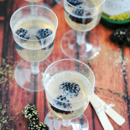 Sparkling Cider Jello Shots (non-alcoholic) | www.somethingswanky.com